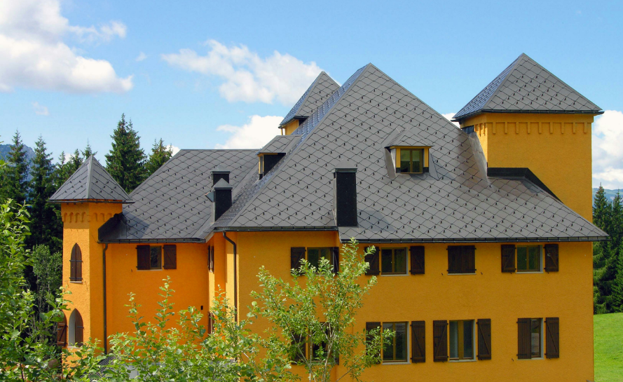 дом, покрытый алюминием